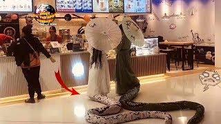 Dua Gadis Cantik Berekor Panjang ini Bikin Gempar Seisi Mall! Ternyata itu.. Cosplay