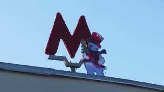 Снеговик на метро ВДНХ(Комментарии оставляйте на сайте канала http://VideoFromMoscow.com., 2015-01-06T14:12:22.000Z)
