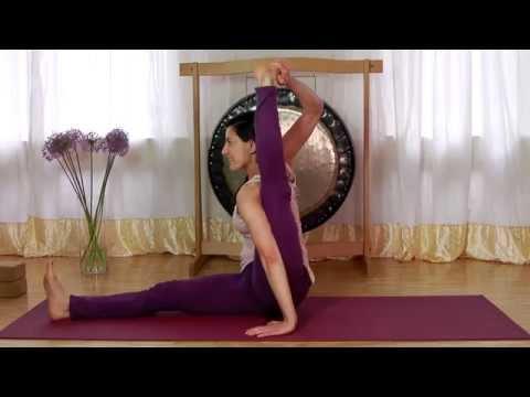 Vinyasa Flow Yoga Akrobatik mit Firusha