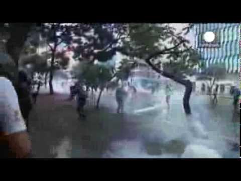 Little carnival celebration as tension escalates in Venezuela   01-03-2014
