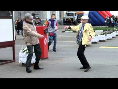 Это ритмичный танец ))