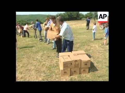 YUGOSLAVIA: KOSOVO: WORLD FOOD PROGRAMME BEGIN AIRLIFTING AID