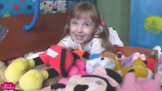 Соня показывает свои Мягкие игрушки Обзор игрушек Играем Видео для детей Часть 1 Plush toys for kids