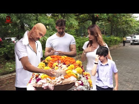 Hrithik With Family Emotional In Hrithik Roshan's Grand Father Funeral | Sussanne Khan, Rakesh Rosan