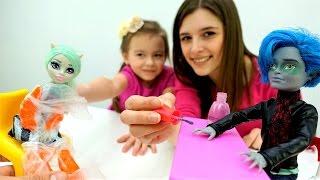 СПА Салон для Кукол #МонстерХай 💅 Игры одевалки и маникюр Видео игрушки #длядевочек Школа Монстров