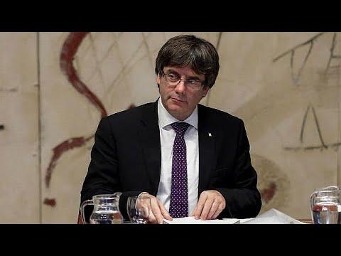 Katalonya Özerk Yönetimi Başkanı Carles Puigdemont İspanyol hükümeti tarafından alınan