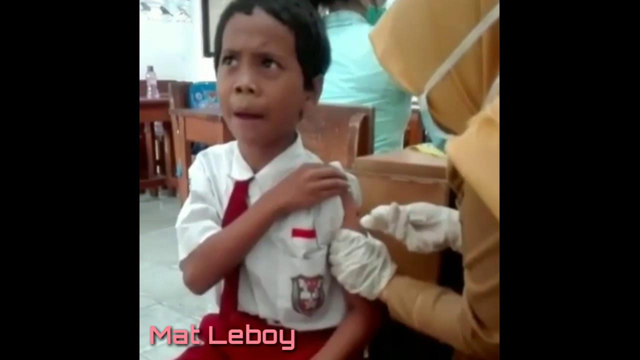 Allahu Akbar Inilah Ekspresi Lucu Anak SD Mau Disuntik