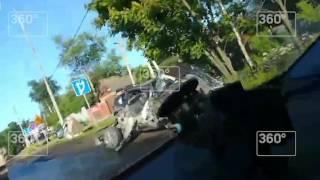 Фура раздавила иномарку на Дмитровском шоссе к северу от Москвы