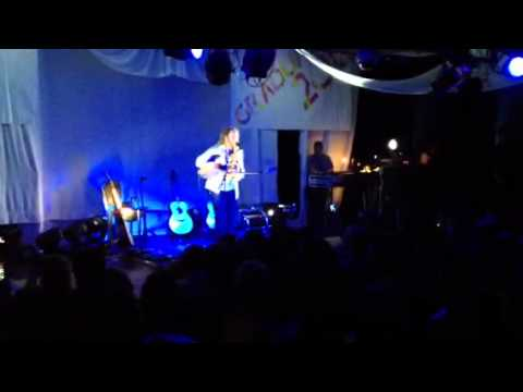 Newton Faulkner - UFO (Dundee Uni Grad Ball 2012)