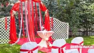 Оригинальная красная свадьба на природе в Москве