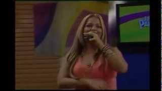 Clara Galeano en Arriba Paraguay cantando el tema cover de la Sonora Dinamita