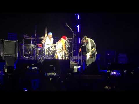 Red Hot Chili Peppers - Intro + Can't Stop ( Live at the Pyramids of Giza, Cairo, Egypt)