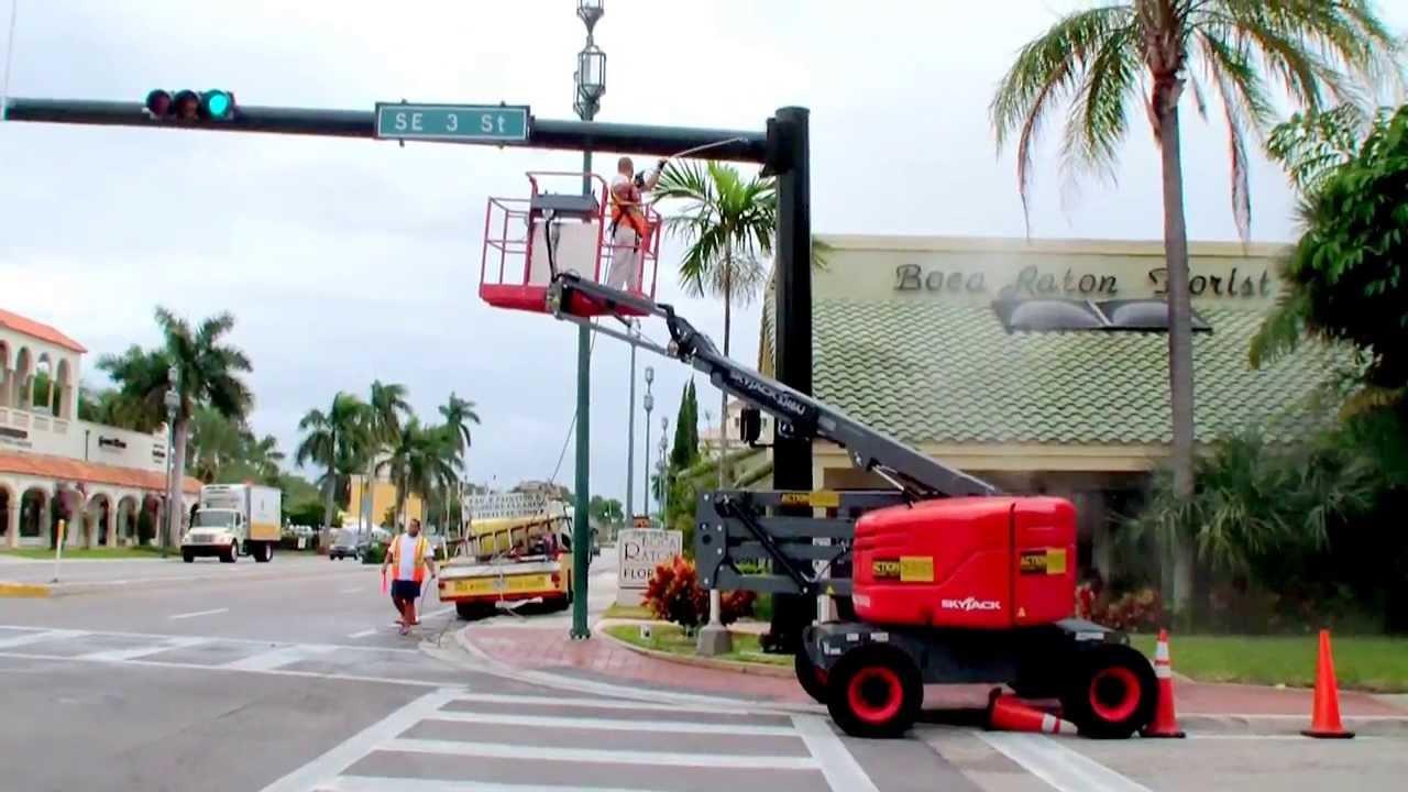 pressure washing traffic light poles in downtown boca raton florida