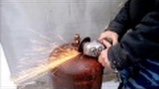 Как безопасно разобрать газовый баллон.(Баллоны пропана в России как пластиковые бутылки - материал для творчества. Из них делают печки, мангалы..., 2015-02-01T05:06:16.000Z)