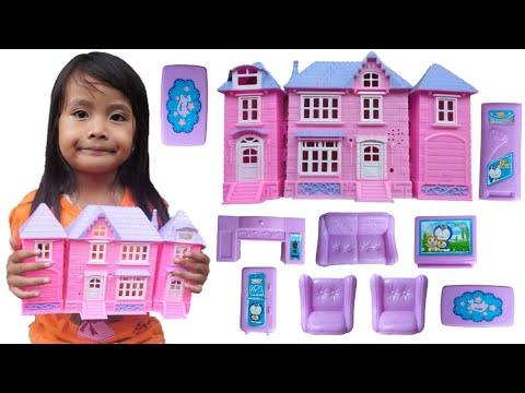 Download MAINAN RUMAH RUMAHAN NEMU Di jalan | Mainan Anak Perempuan | drama mainan