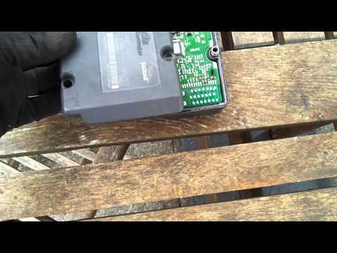 Jaguar XJ8 X300 ABS pump removal repair