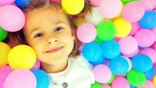 Видео для детей. Ксюша НА ДЕТСКОЙ ПЛОЩАДКЕ в 'Золотом Вавилоне'. Развлечения детям. Москва для детей
