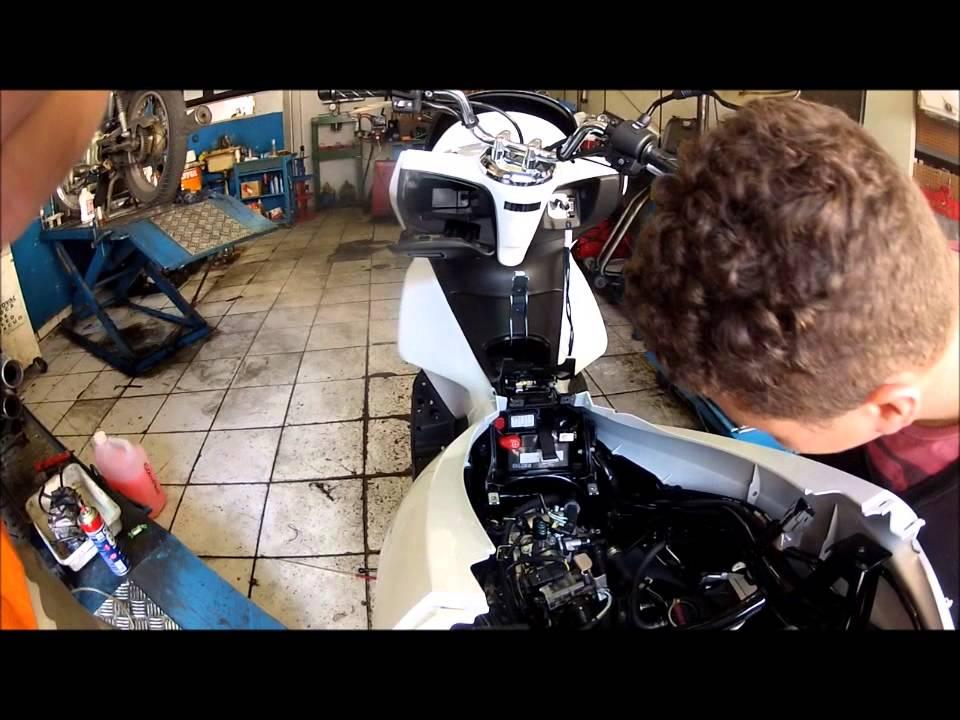 Honda Pcx 150 >> Mecânico Legal - Desmontando uma HONDA PCX/150 0km para ...