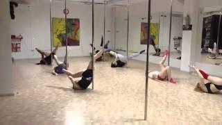 Урок танец у пилона начинающие