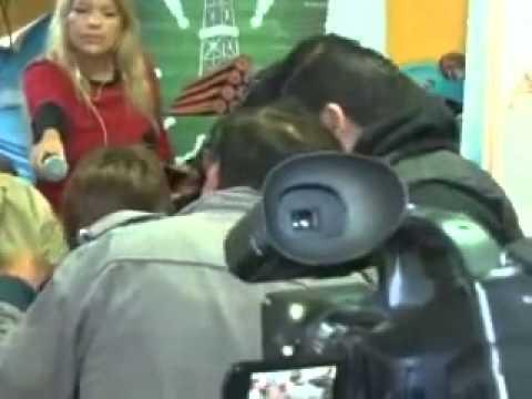 Escracharon al Chaqueño Palavecino mientras daba una conferencia