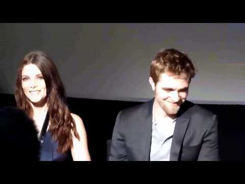Rob blushing at Paris Fan Event