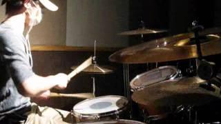 本当なら第二作目です。 ドラムの打面を映すように撮りました!! ipodと...