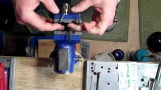 1911 extractor tuning with a bench vice