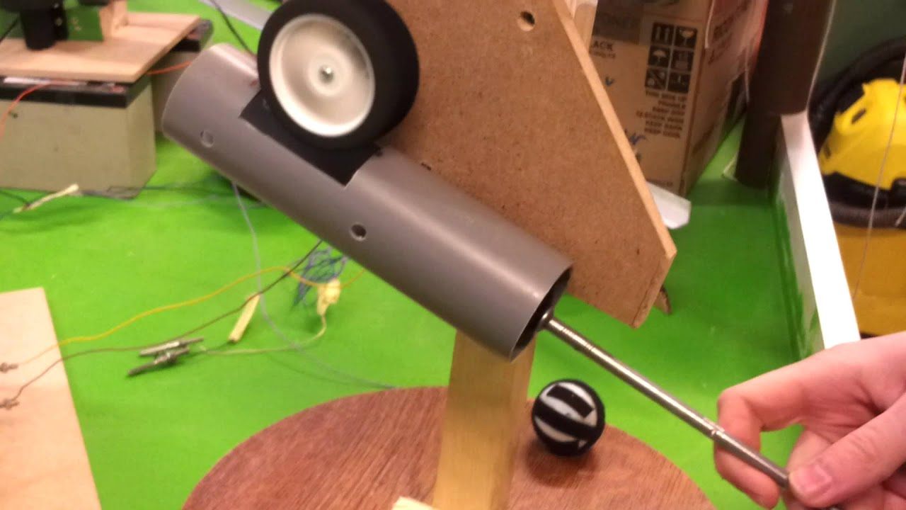 premier test du lanceur de balle youtube. Black Bedroom Furniture Sets. Home Design Ideas