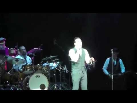 Yaakov Shwekey Sings At Peris Concert - Vehi Sheamda