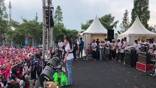 Download lagu ZASKIA GOTIX - ETAH APA YANG MERASUKIMU #HutRadioBandung 49Th