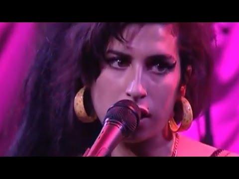 Amy Winehouse - You Know I'm No Good (Bobin'o Cabaret, Paris, June 28th 2007)