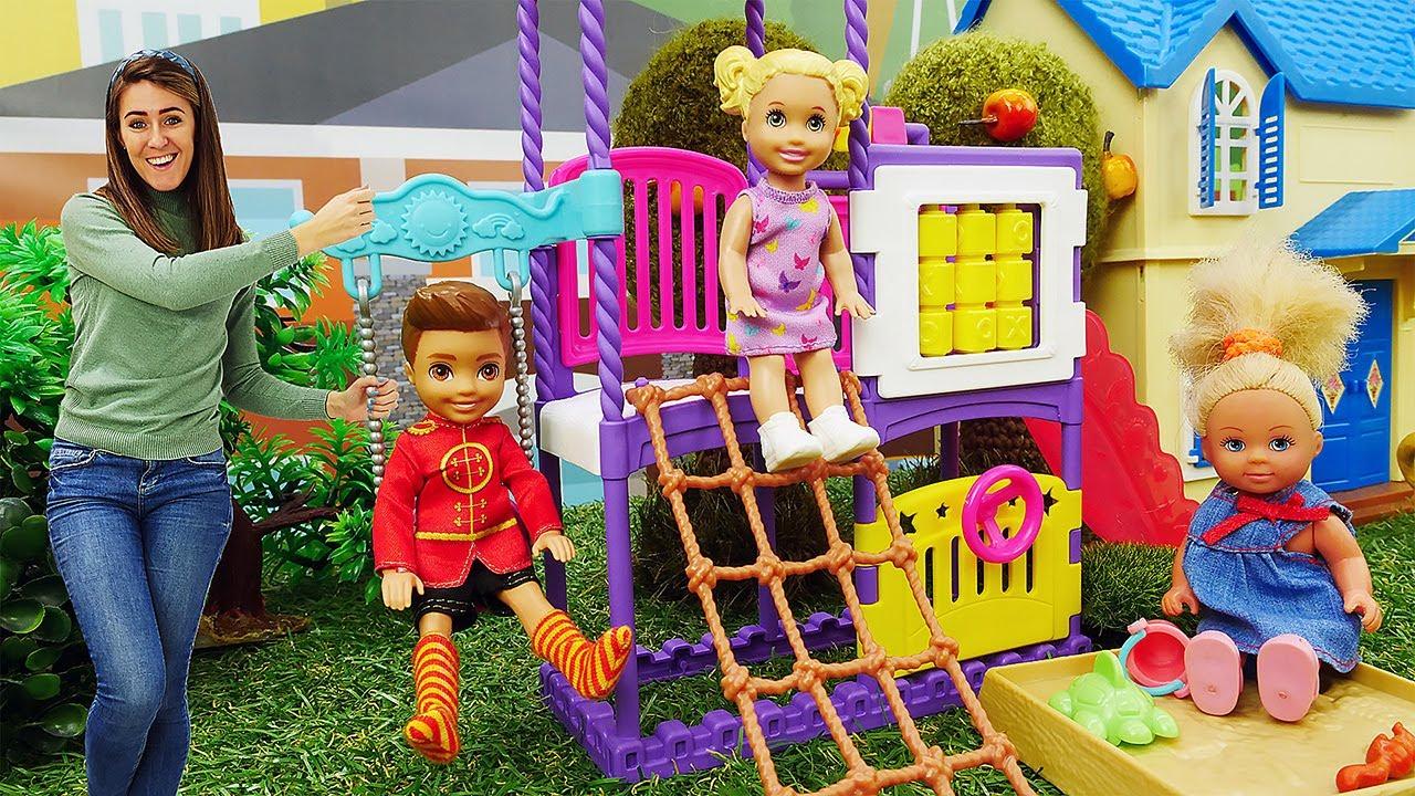 Los niños de Barbie huyen de casa. Muñecos Barbie y Ken. Vídeos para niñas