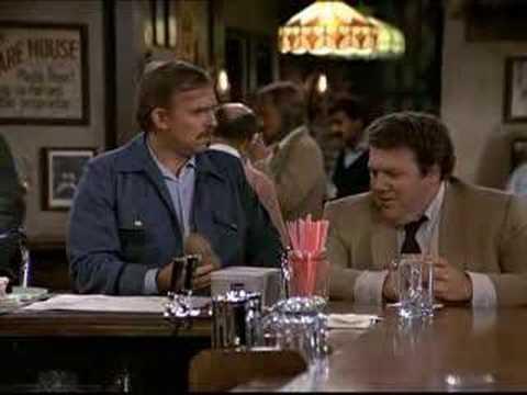 Cliff Cravin y Nixon en Cheers