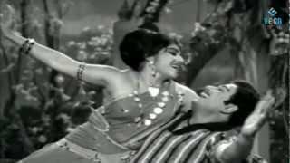 Ther Thiruvizha : Murasu Adikkatuma | Susheela Hit Song