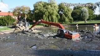 Kraan in Groningen zakt weg in de vijver.man drie uur vast