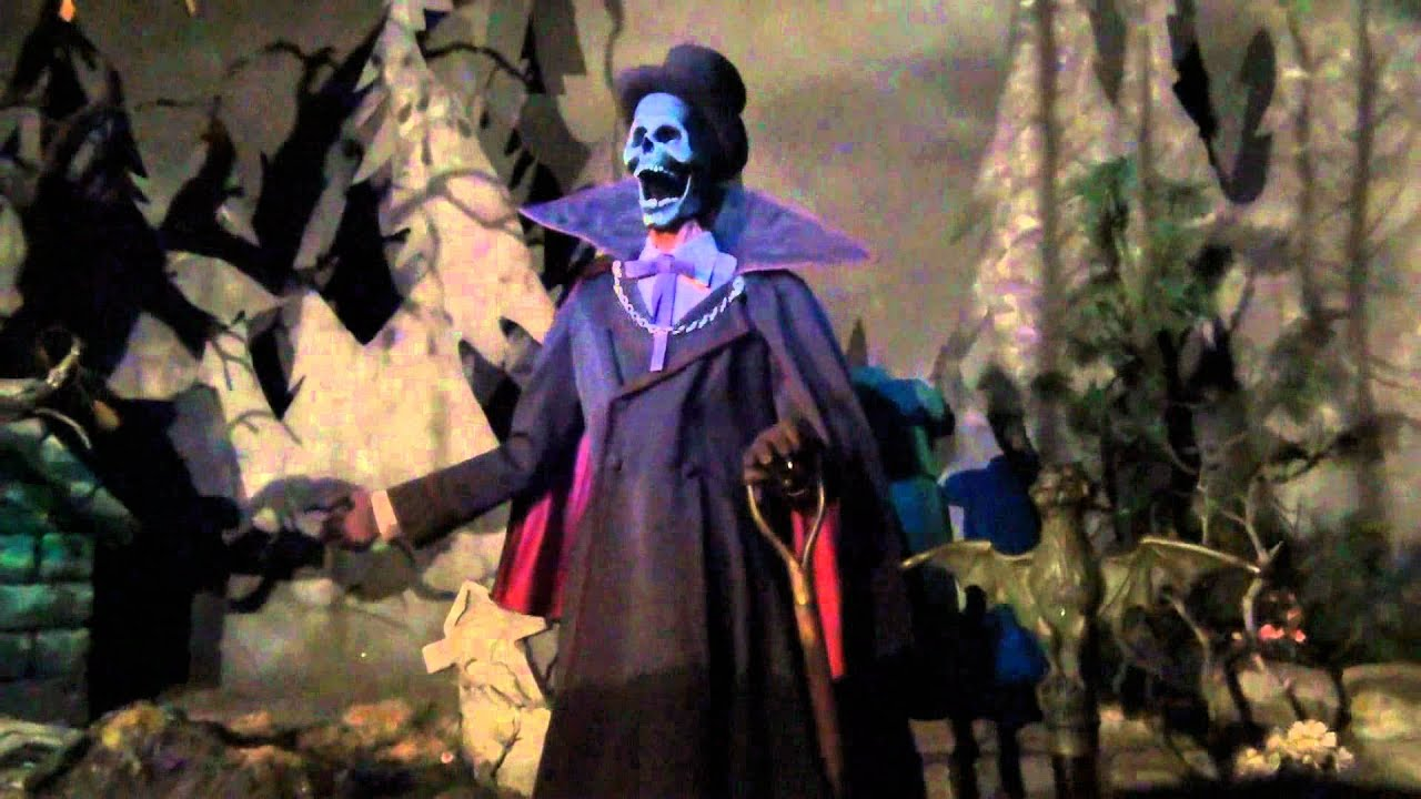 Stuck on Phantom Manor Disneyland Paris - YouTube