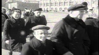 Soviet people line up to visit Lenin