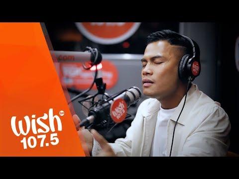 "Bugoy Drilon performs ""Kailangan Kita"" LIVE on Wish 107.5 Bus"