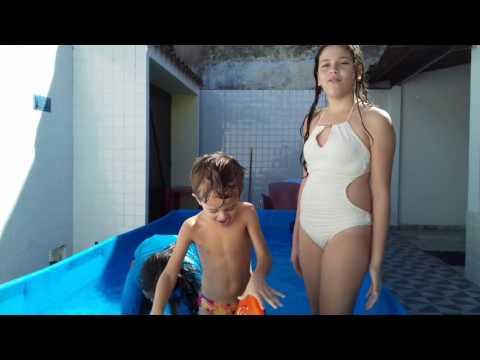 Desafio na piscina com meus primos
