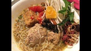 Bún riêu 100% cua đồng nguyên chất và ốc bươu.iVietnamese crab noodle soup.