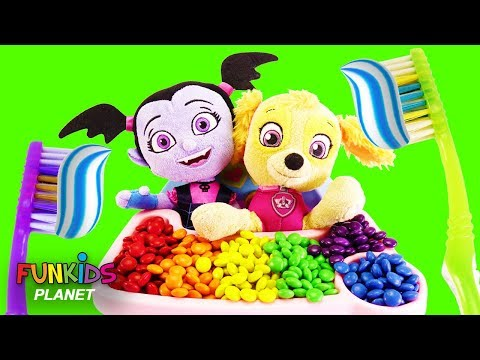Paw Patrol Skye Feeds Vampirina Magical Rainbow Color M&Ms in High Chair Playset
