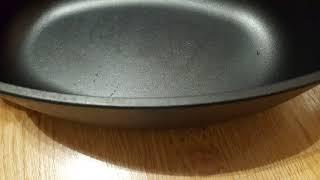видео Как очистить чугунную сковороду от ржавчины