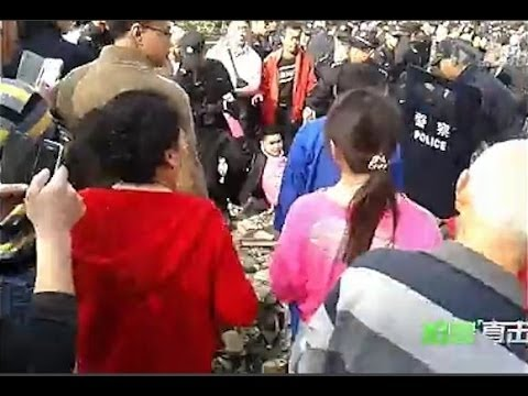 Chinese Police, Homeowners Clash in Sichuan Province