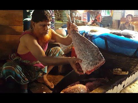 Fish Slice | Fish Cutting in the Karwan Bazar Fish Market Dhaka Bangladesh