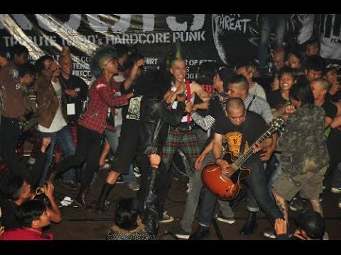 BLACK T-SHIRT Live at Fame Station Bandung