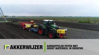 Aardappelen poten met groot materieel in Drenthe