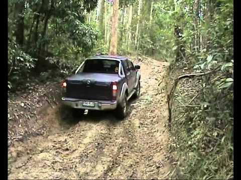 Holden Rodeo Vs Nissan Navara 4x4 Mud