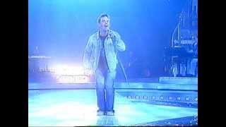 Robbie Williams in Supreme. Live in Italy