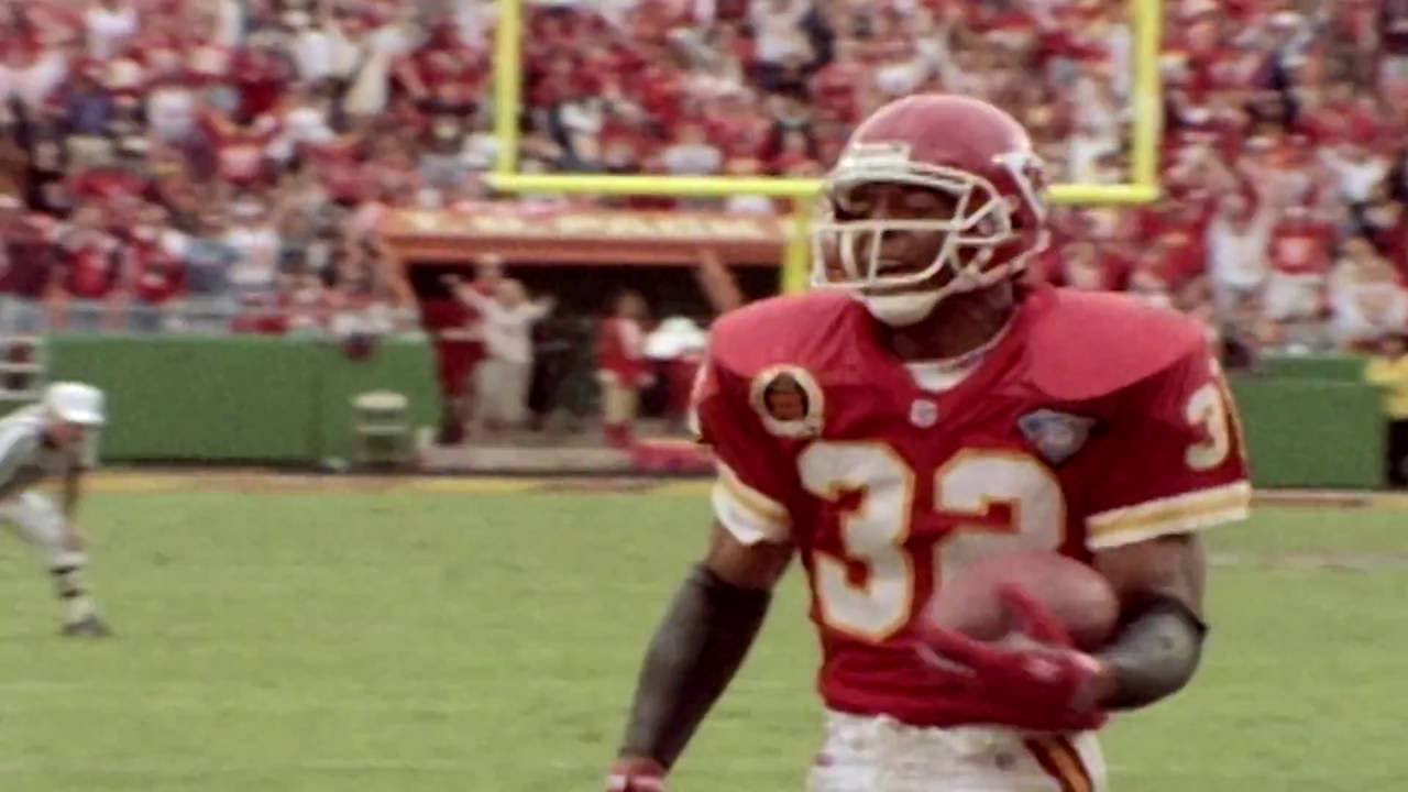 big sale 1f2ad 05f0b The Story of Marcus Allen's Journey from the Raiders to the Chiefs