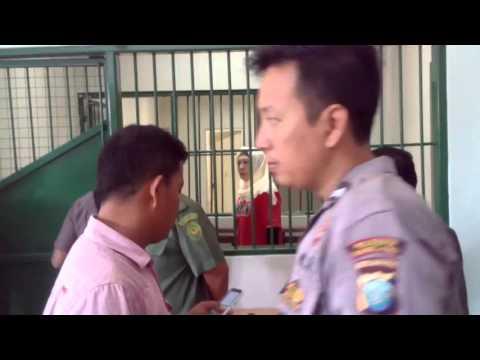 Wanita Terdakwa Shabu 3 KG Menangis Dan Meraung Raung Di Sel Tahanan PN Batam